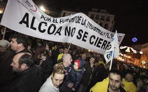 Temor en la plantilla de Alcoa ante la convocatoria a los sindicatos a una reunión de urgencia