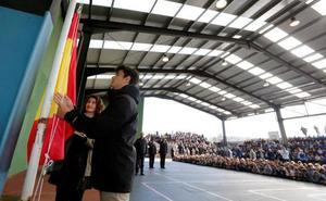 El colegio San Ignacio iza la bandera de España