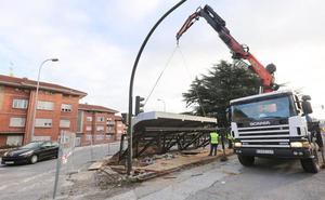 Comienzan a colocar la estructura para elevar la marquesina de El Pozón