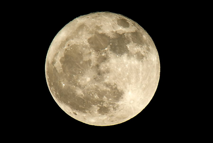 China lanzará una «luna artificial» al espacio para 2020
