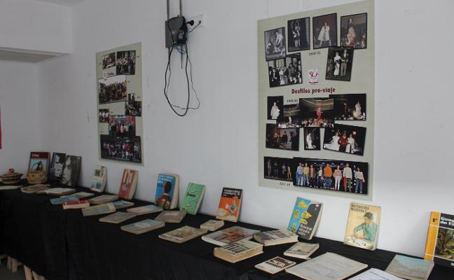 Exposición sobre los cincuenta años del IES en la Casa de los Hevia