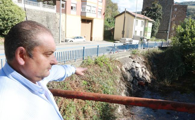 Comienzan las obras para atajar las inundaciones en la carretera de Turón
