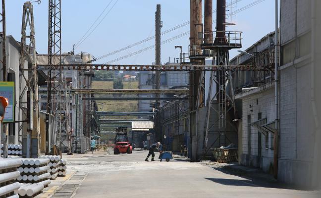 La «crítica» situación de Alcoa reactiva el temor al anuncio de cierre de plantas