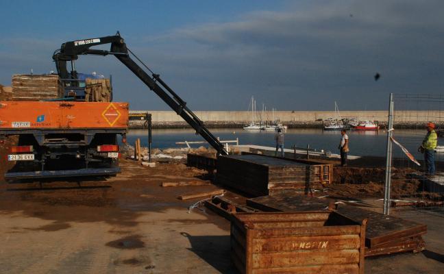Grúa y depósitos de combustible para los barcos de recreo de Luanco