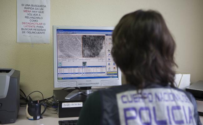Alertan de falsos revisores de luz y gas que roban en pisos de personas mayores