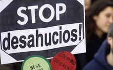 Desahucian a un matrimonio de jubilados de Madrid con un hijo con discapacidad