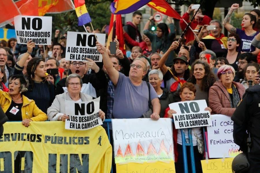 Protestas ante las puertas del Campoamor