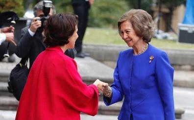 Doña Sofía llega a Oviedo para asistir a la entrega de los Premios Princesa