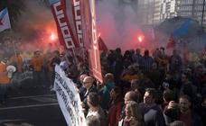 6.000 personas se manifiestan en La Coruña contra el cierre de Alcoa y «por el futuro de la industria»