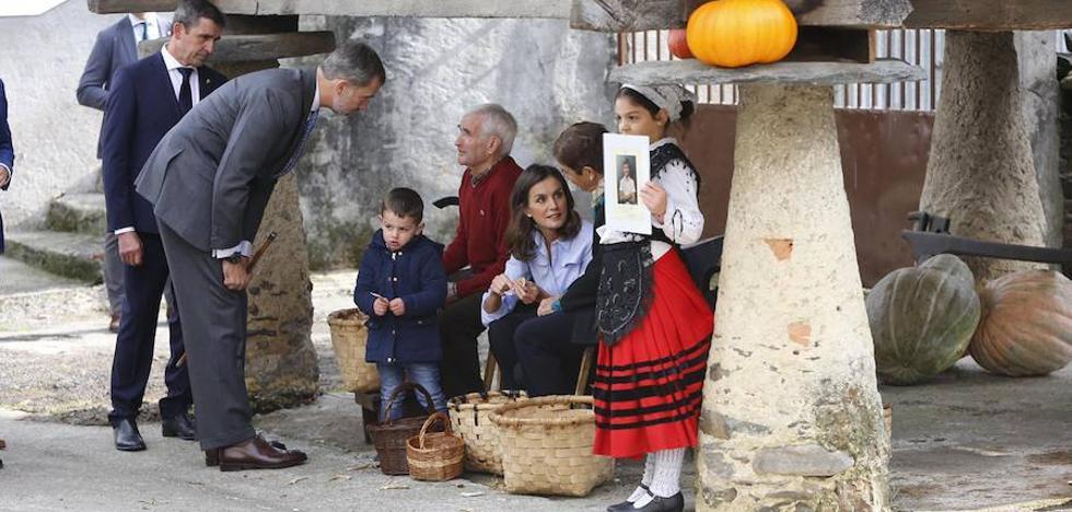 «Las mujeres de los pueblos de Asturias habéis sustentado la vida cotidiana con sacrificio ejemplar»