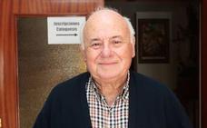 El párroco Fernando Fueyo dará nombre a unos jardines junto a San Nicolás de Bari