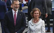 Doña Sofía, fiel a las joyas asturianas en los Premios