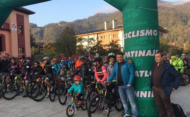 Laviana se sube a la bicicleta en la Jornada Solidaria con el Deporte