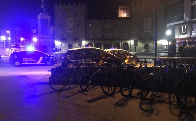 Detenido tras protagonizar una pelea nocturna en la plaza del Marqués