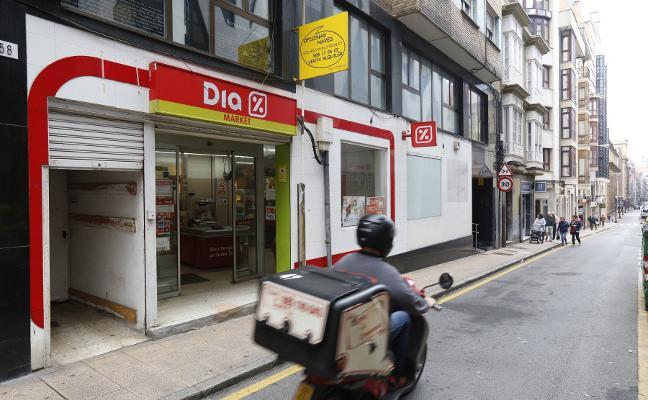 Un comerciante de Gijón persigue a tres ladronas de su supermercado y logra su detención