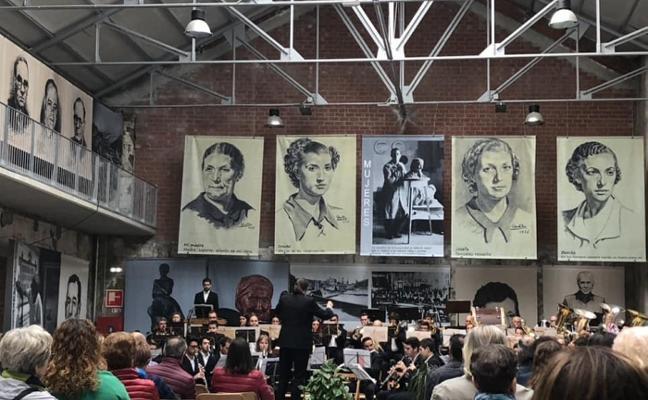 Concierto de la Banda de Música de Candás en la antigua fábrica de Ortiz