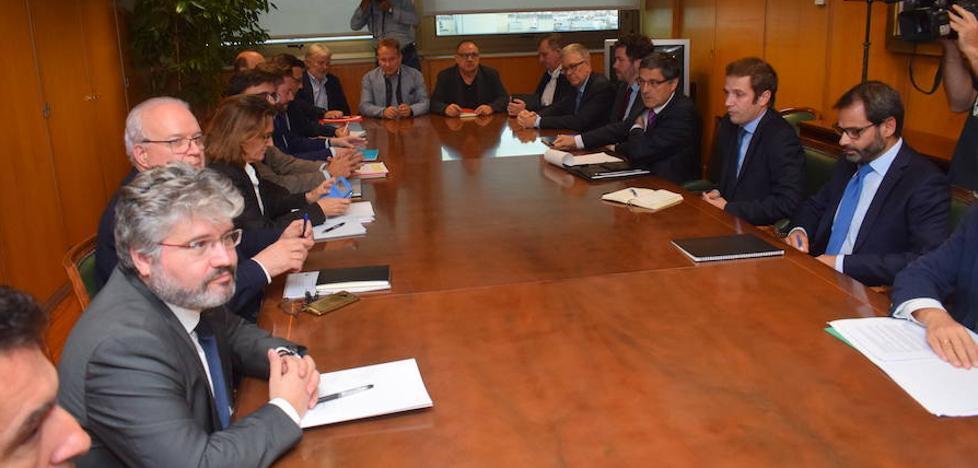 Alcoa insiste en un cierre sin alternativas para las plantas y los sindicatos abandonan la primera reunión