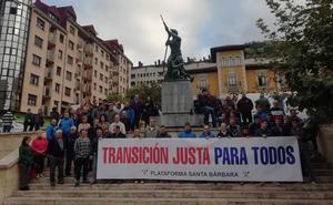 Se encierran tres mineros en el Ayuntamiento de Cangas del Narcea