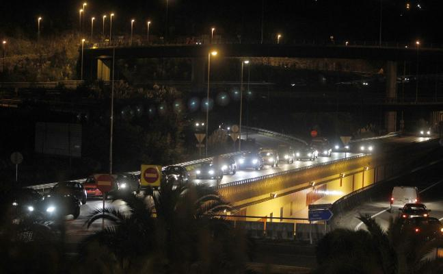 Colisión múltiple con cinco coches implicados en la A-8, a la altura de Nuevo Roces