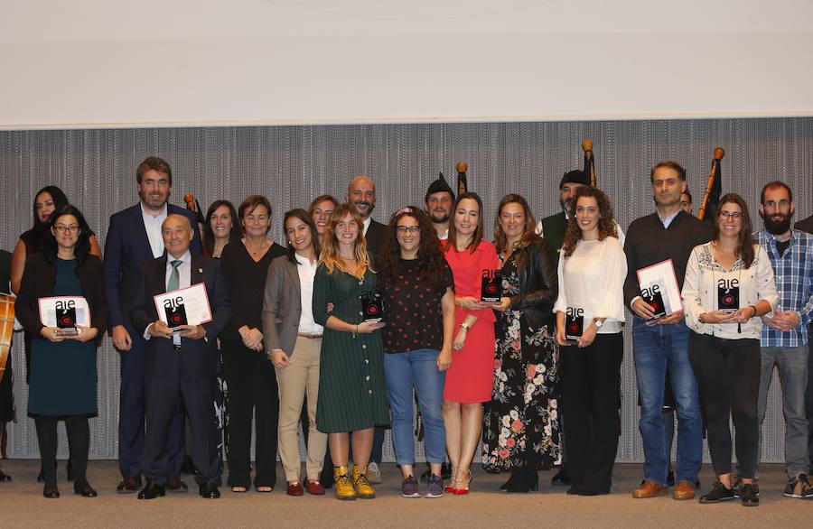 Los jóvenes empresarios entregan sus premios