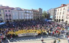 Centenares de personas se unen en Avilés a la voz de «Alcoa no se cierra»