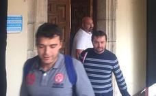 Los tres mineros de Cangas del Narcea abandonan el encierro en el Ayuntamiento