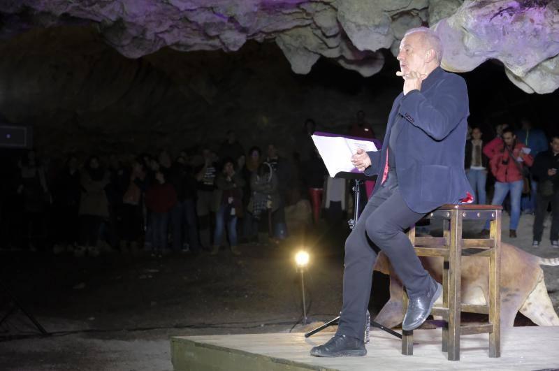 La Cuevona de Avín, en pie ante Víctor Manuel