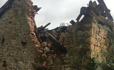 El mal tiempo derriba la casería de El Frieru, en Caso