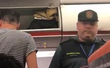 Easyjet expulsa a dos pasajeros del vuelo Asturias-Londres tras criticar que solo se les hablara en inglés