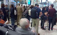 Los pasajeros que viajaban con Iberia de Sevilla a Asturias llegan un día más tarde