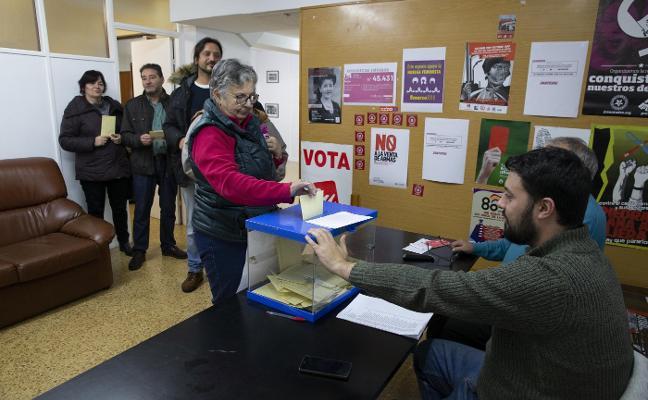 La militancia de IU rechaza concurrir a las elecciones municipales con Podemos