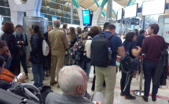 Un día de retraso para los pasajeros que viajaban con Iberia de Sevilla a Asturias