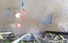 Se hunde un barco pesquero en el puerto de Viavélez