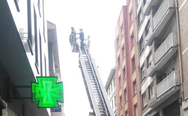 Acceden a una vivienda en Gijón tras la alerta de los vecinos
