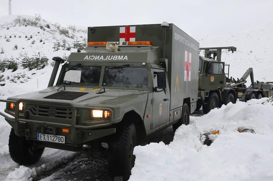 La Unidad Militar de Emergencias interviene en Degaña por los efectos del temporal