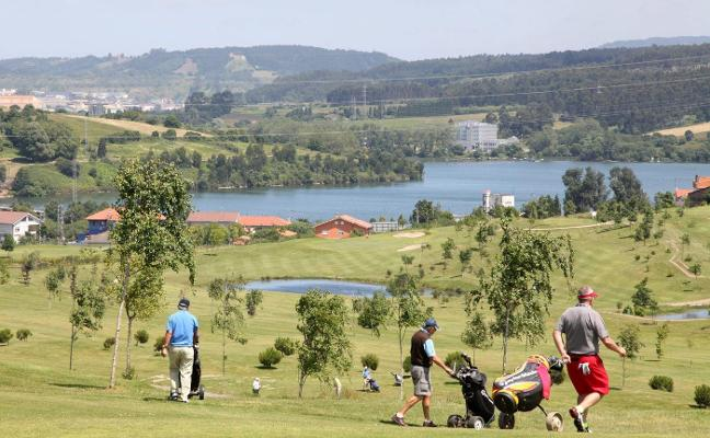 Los abonados del campo de golf de Los Balagares se reúnen hoy con el alcalde