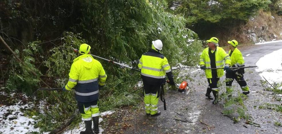 El Principado contabiliza 494 incidencias por el temporal y rechaza las acusaciones de falta de previsión