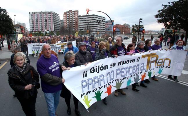 Gijón se moviliza al no obtener respuesta a su ultimátum para firmar el plan de vías