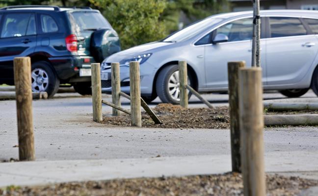 Padres del colegio Cabueñes reclaman una «solución efectiva» para el aparcamiento