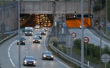 El túnel de Villaviciosa, la unión de la A-8 con la A-64 y los accesos a Covadonga, puntos conflictivos para el puente