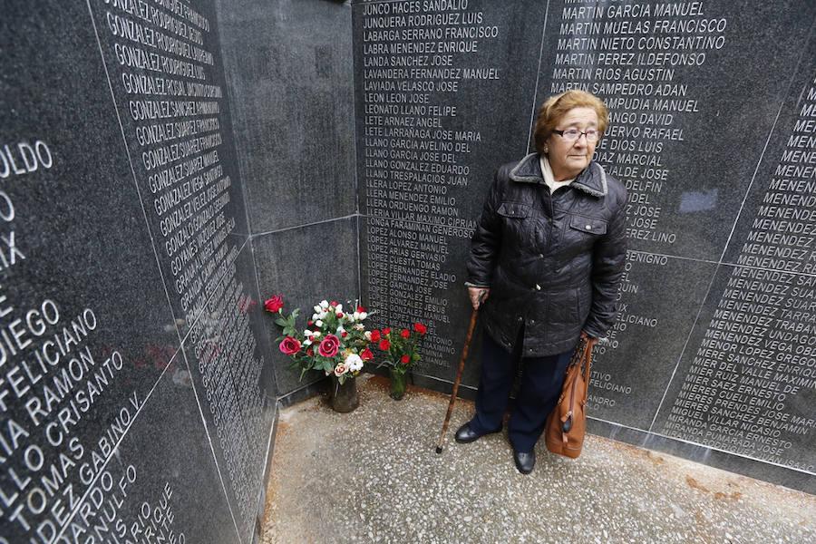 Recuerdo a los difuntos en el cementerio de Ceares