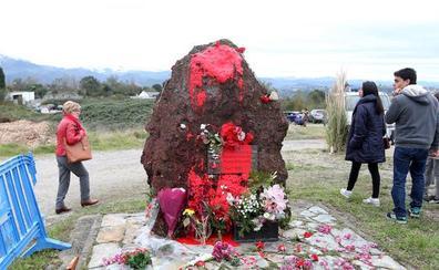 Acto vandálico contra el monolito dedicado a los represaliados del franquismo en Oviedo
