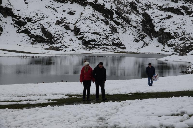 Los Lagos nevados se llenan de turistas
