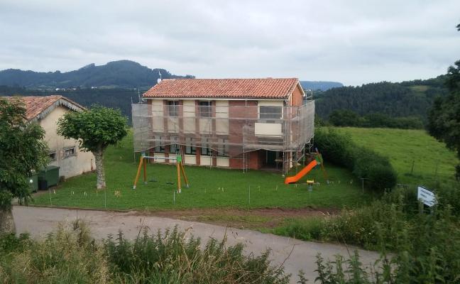 Villaviciosa reforma ocho escuelas rurales cedidas a los vecinos