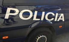 Cuatro policías tratan de socorrer a una mujer maltratada en plena calle y resultan heridos por el agresor