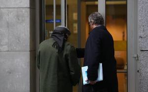 El hombre acusado de corrupción de menores en Oviedo reconoce los hechos y acepta dos años de prisión