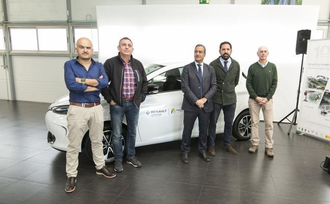 Leomotor cede cuatro vehículos eléctricos a Picos de Europa por su centenario