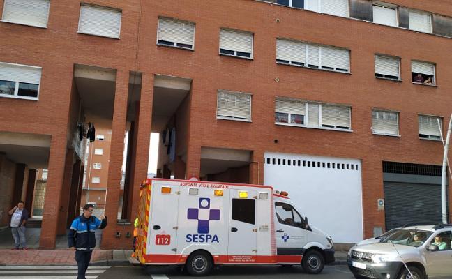Una mujer herida leve tras ser atropellada en el centro urbano de La Felguera