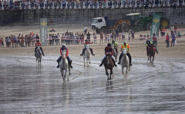 Ribadesella defiende el interés turístico de la carrera de caballos de Santa Marina