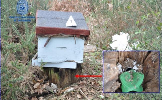 Un zulo reconstruido en 2004 y cubierto de colmenas robadas